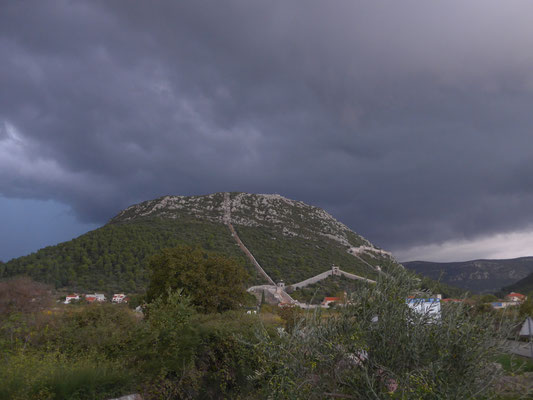 Ston.  An upcoming thunderstorm....