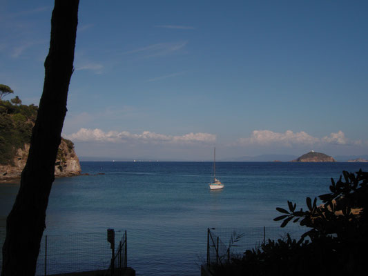 Cala delle Alghe: as no depth sounder on board I stay quiet a bit far outside the bay :-D
