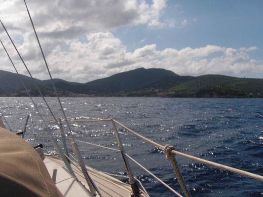 Approaching the first destination on Elba: Cala delle Alghe