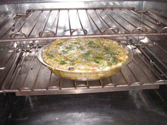 On SV Gannet: Julis huge omelett