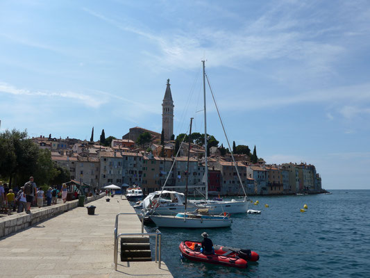 Stopover at Rovinj northern communal harbour for some shopping...