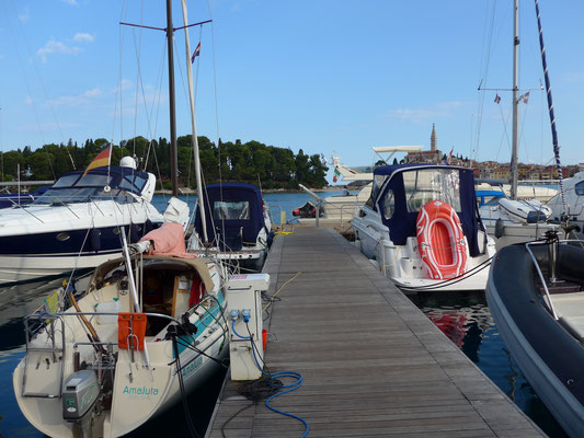 ...where, luckily,  a 7m boat can squeeze in at any time. Two 40+' yachts had been rejected before by marina staff.