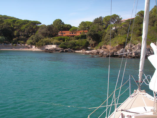 First overnight stay on anchor in little Cala delle Alghe