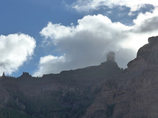 Roque Nublo in front
