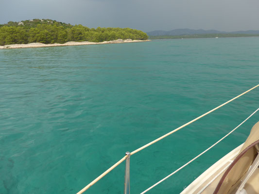 clear turquoise water but thunders and lightenings ahead when approaching Murter bay
