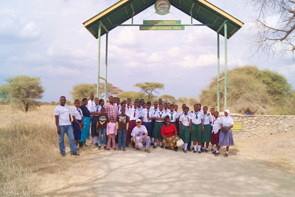 On sunday 24th of august selected students, interested teachers, staff members and our guest Dr. Michael Bauer went on Safari to Tarangire National Park.