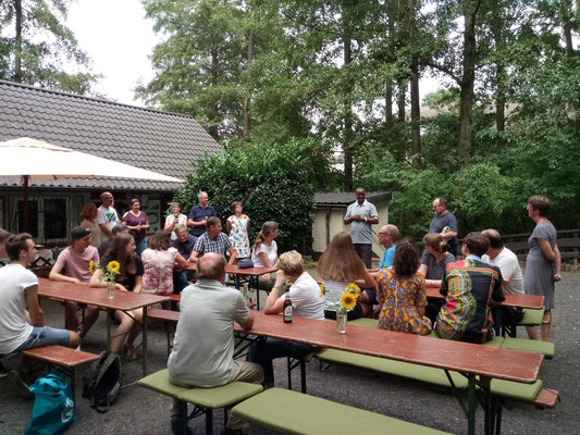 Mr. Shayo participated at the traditional Summer-Barbeque of Helfen macht Schule. Many of our recent guests, e.g. HMS-members of the adult groups of 2018, used this opportunity to meet him.