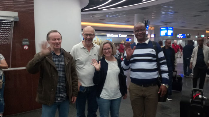 Our Headmaster arrived well in Germany. Mr. Sommer, Dr. Bauer and Mr. and Mrs. Hargrave-Kanzow stood up quite early on the sunday morning to welcome him at Frankfurt Airport (Picture by Dr. Bauer).