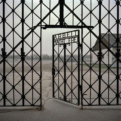 Dachau - Tor im Jourhaus (Eingangstor)