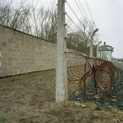 Sachsenhausen - Sicherungsanlage mit Blick auf Turm A (Lagerleitung)