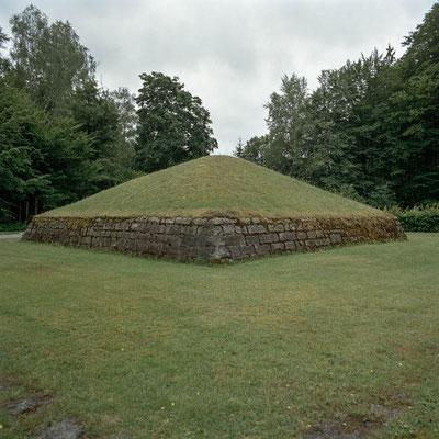 """Flossenbürg - Aschepyramide im """"Tal des Todes"""""""