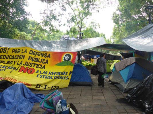 Zeltlager der Demonstranten auf dem Hauptplatz in Oaxaca
