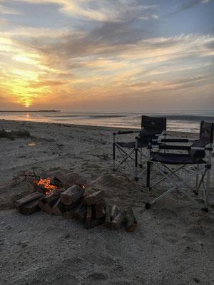 Zum letzten Mal Lagerfeuer und Strand Feeling