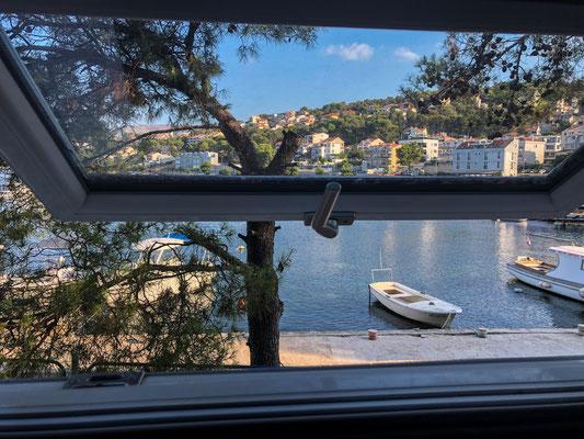 Unser Campingplatz in Trogir, Blick aus dem Küchenfenster