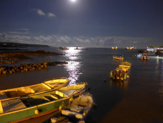 Puerto Ayora at full moon