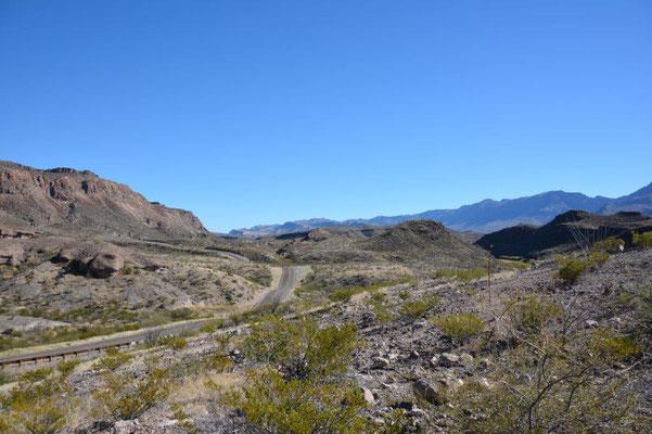 Big Bend Ranch Statepark - Die Straße gleicht einer Achterbahnfahrt