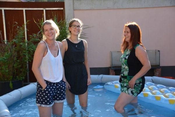 Manfreds Tochter Katja, rechts, Enkeltochter Thalea, Mitte, und Nichte Lisa beim Familienfest in der Pfalz