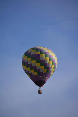 Jede Menge Heißluftballons über Teotihuacan