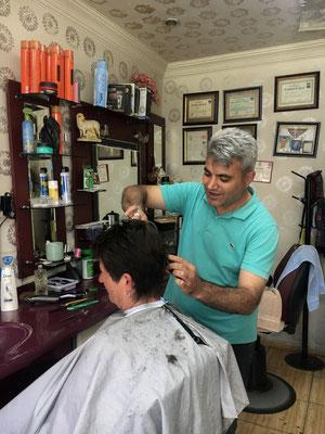 Karin beim Friseur in Pinarbasi