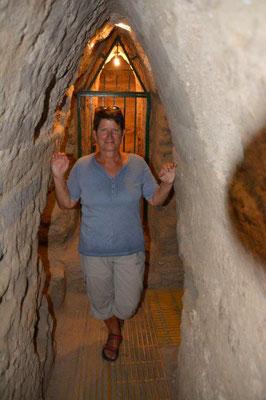 Im Tunnel der Pyramide