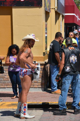 Daytona Beach - The nacked Cowboy
