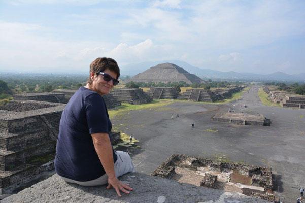 Sonnen -und Mondpyramide