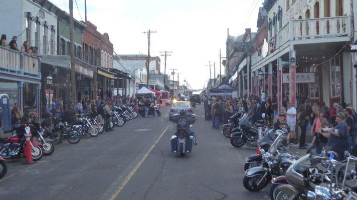 Fast kein Durchkommen in Virginia City