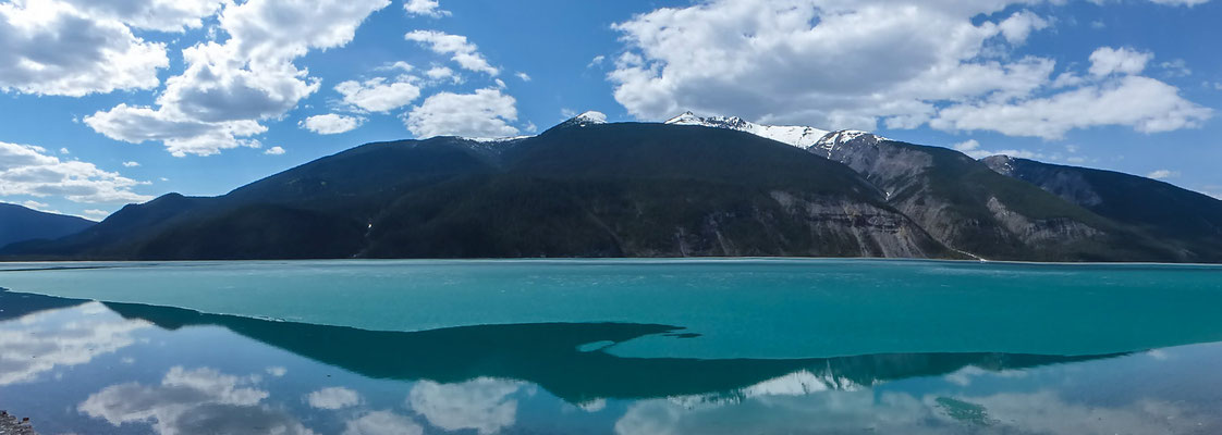 Unterwegs auf dem Alaska Highway, Muncho Lake
