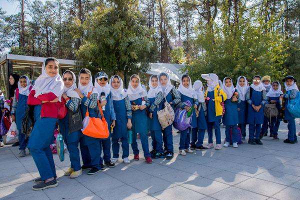 Schulklasse beim Ausflug nach Persepolis