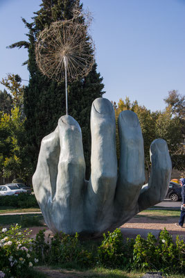 Skulptur nahe Pol-e Khadjou Brücke