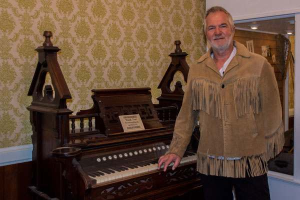 Fort Steele - Indian Scout plays piano