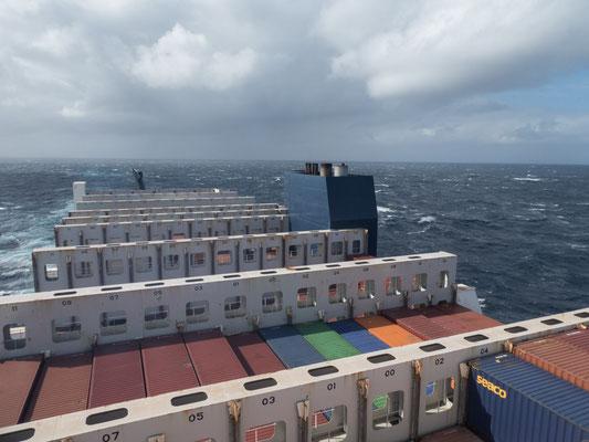 Ganz schön viel Container passe da drauf