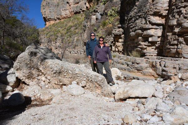 Wanderung zu Devils Hall in den Guadaloupe Mountains