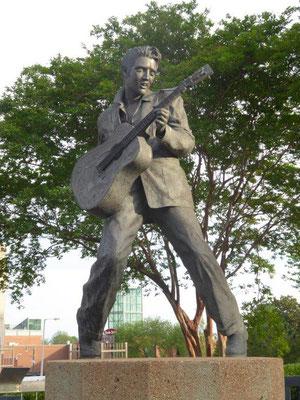 Elvis' Denkmal in der Stadt