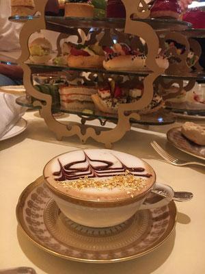 Cappuccino mit Goldstaub