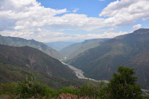 Chicamocha Canyon mit Seilbahn auf dem Weg nach Bucaramanga