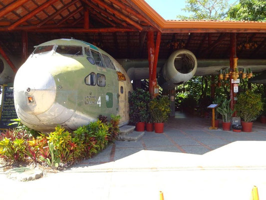 Airplane as bar and restaurant in Manuel Antonio