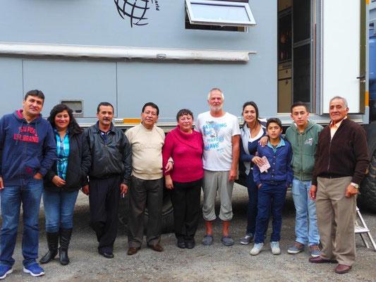 Ecuadorianische Großfamilie zu Besuch
