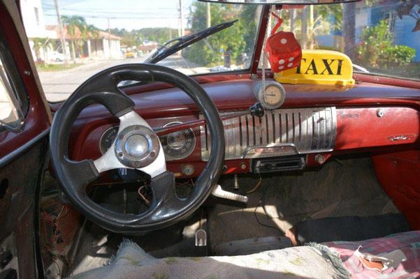 Modernes Taxi nach Cienfuegos