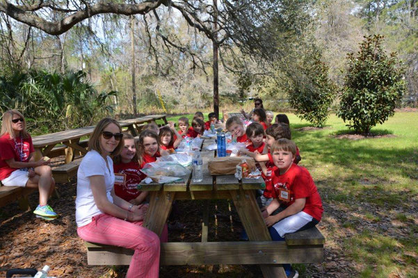 School kids visit the Magnolia Plantation