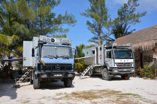 Zwei Monster Trucks