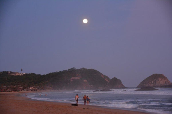 Full moon at the Beach of Zapolite