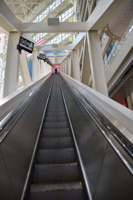 Die längste freistehende Rolltreppe der Welt bei CNN