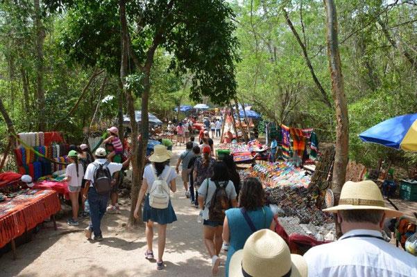 Chitchen Itza - Hunderte von Souvenirständen