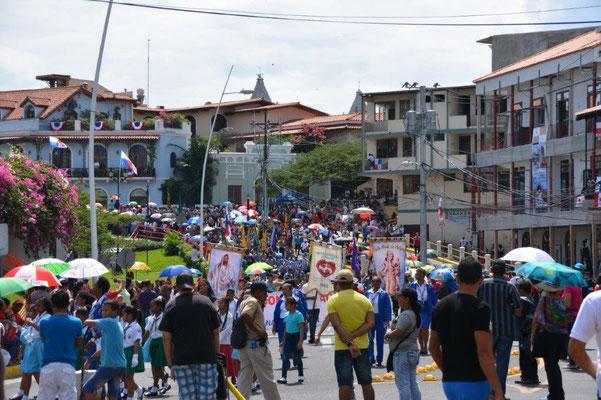 Parade zum Unabhängigkeitstag am 3. November