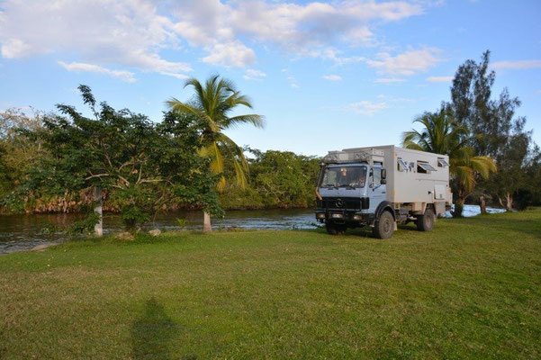 Camping River Side in Orange Walk