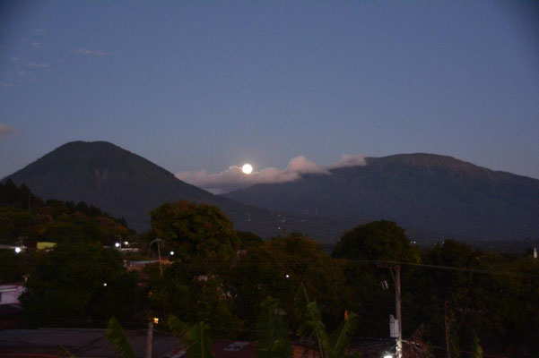 Full moon in Juayua