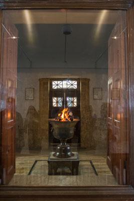 Das ewige Feuer im Zoroastrier Tempel