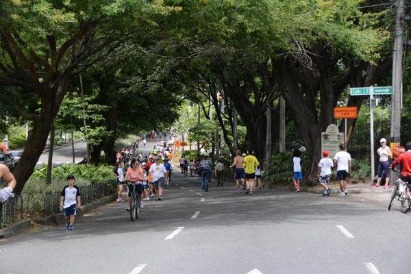 Medellin - Sonntags sind viele Straßen für den Verkehr gesperrt