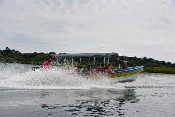Mit dem Speedboot geht es zur Schnorcheltour